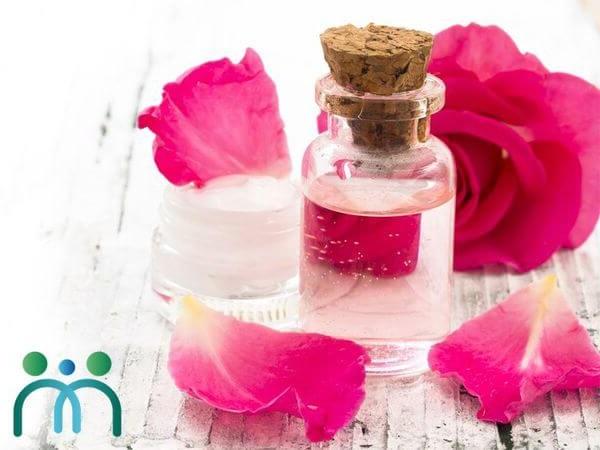 Tinh chất hoa hồng với dầu gấc là sự kết hợp hoàn hảo cho đôi môi đang bị tổn thương