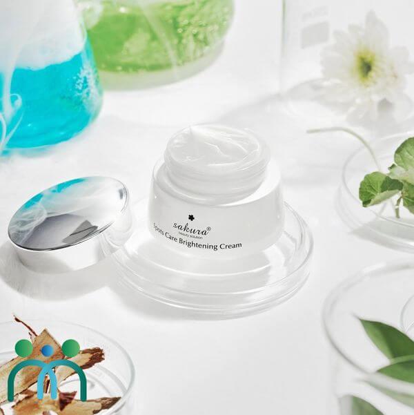 Kem dưỡng trắng ngừa sạm nám Sakura Spots Care Brightening Cream