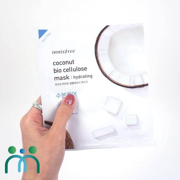 Mặt nạ Innisfree được làm từ cellulose và các dưỡng chất thiên nhiên